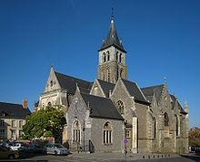 INSOLITE – Le père de la techno minimale mixe prêche dans une église berlinoise